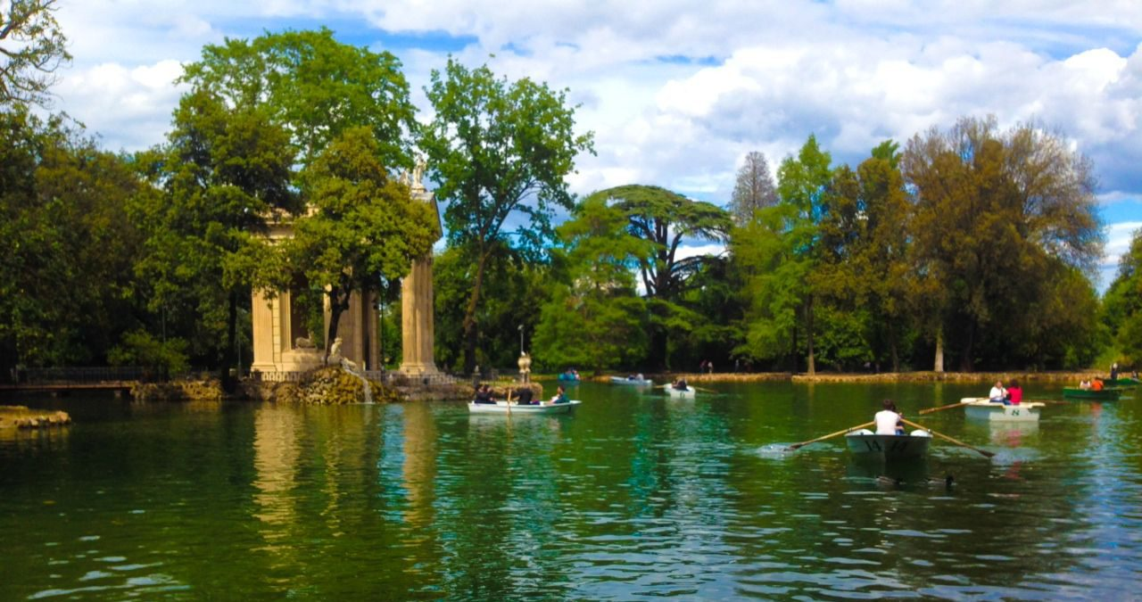 Villa Borghese Lake with row boat rentals