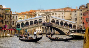 Rialto-bridge-venice-italy-tour-the-roman-guy