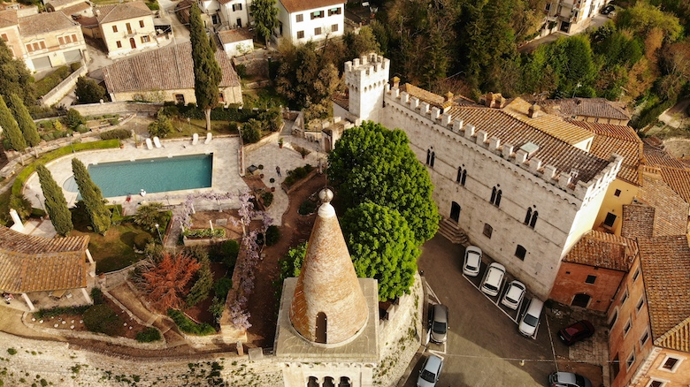 Castles in Italy: Castello delle Serre and other Tuscan Castles