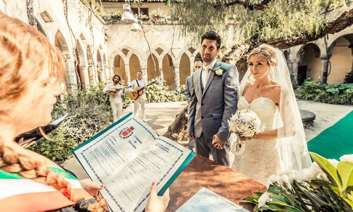 Wedding in Italy couple courtyard with white bricks