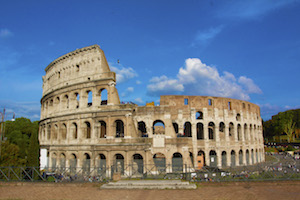 colosseum-outside-sunshine-free-museums-italy-the-roman-guy