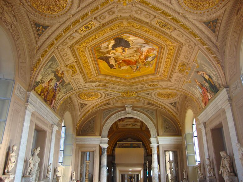 Guide to the Gallery of the Candelabra in the Vatican