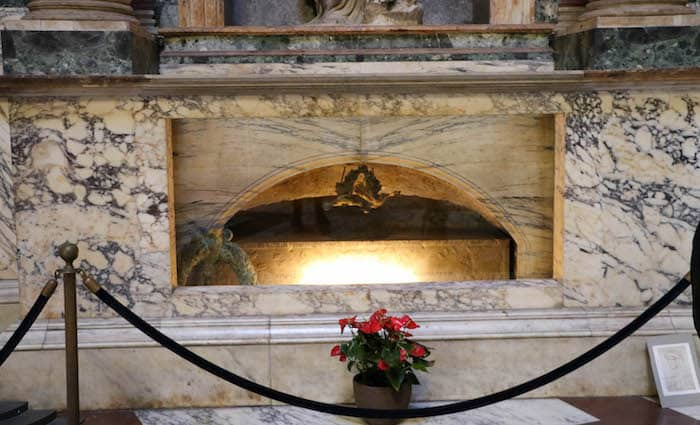 Raphaels Tomb Pantheon Rome