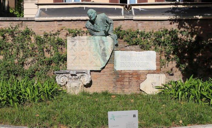 Statue of Trilusa Rome Trastevere