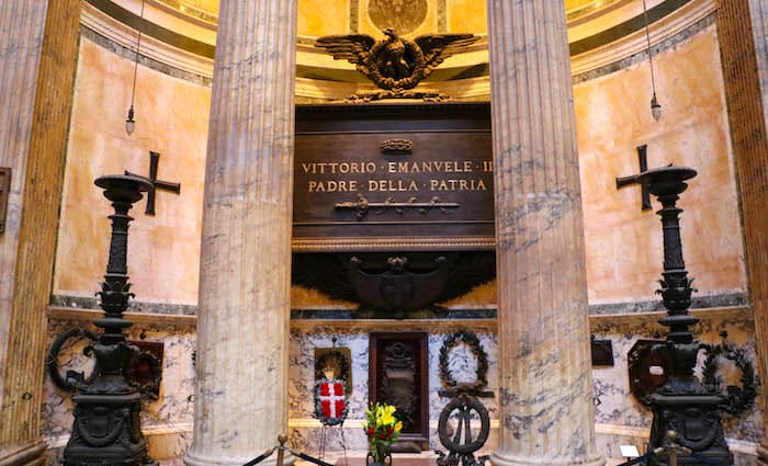 Vittorio Emanuelle tomb in Rome at the Pantheon