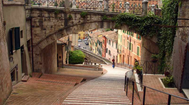 perugia-visit-stears-view-italy-the-roman-guy