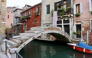 Hidden gems in Venice - ponte de chiodo